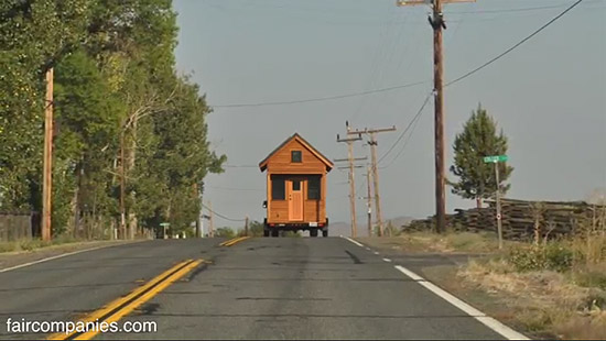 tiny-house-couple-living09
