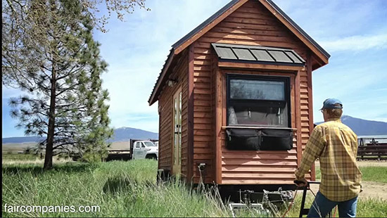 tiny-house-couple-living14