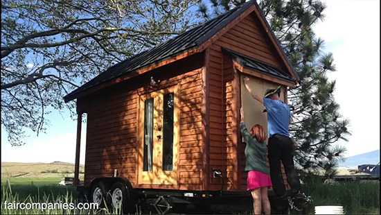 tiny-house-couple-living18