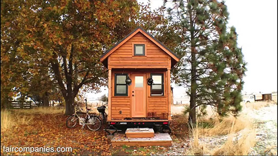 tiny-house-couple-living19