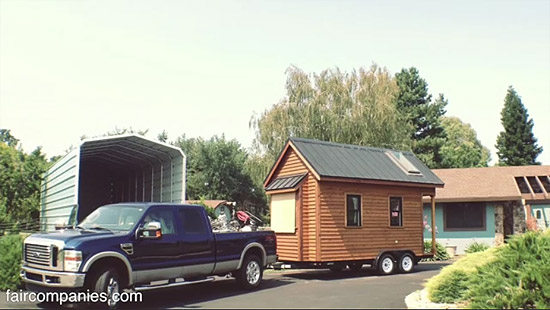 tiny-house-couple-living27