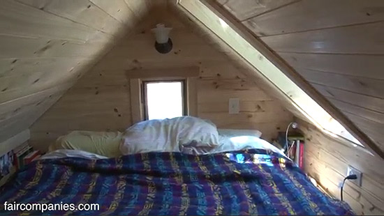 tiny-house-couple-living34