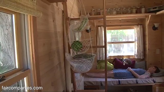 tiny-house-couple-living37