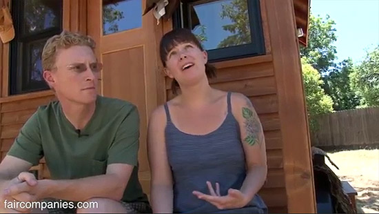 tiny-house-couple-living38
