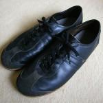 黒いジャーマントレーナーの靴紐(シューレース)を交換