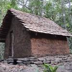 何もない場所に自然の素材だけで瓦屋根の小屋を造り出す技術