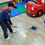 日本の家庭に掃除機は必要か? ほうき・モップ・粘着ローラーなどで代替可能