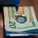 日本でマネークリップを財布代わりに持つのは適切なのか?ベストな組み合わせを探す