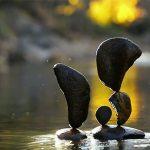 ロックバランシング(石花・石積みアート) 石だけで作る芸術作品は集中力の向上と癒やし効果あり